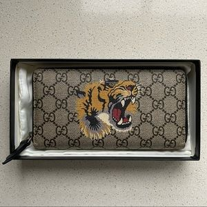 Authentic Gucci X Supreme unisex wallet - Tiger face printed on Gucci pattern
